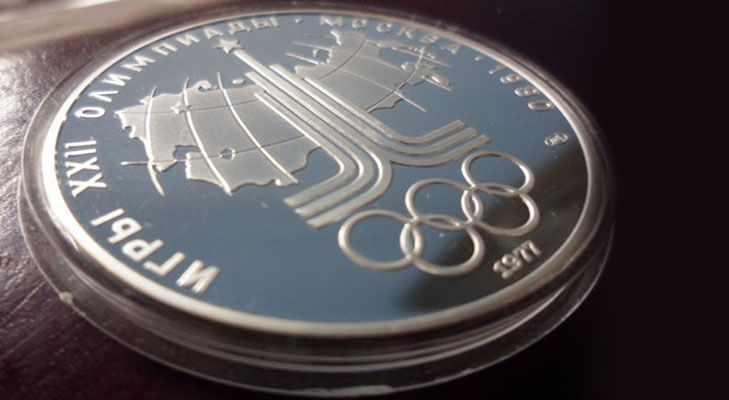 Серебряная монета с символом Олимпиады